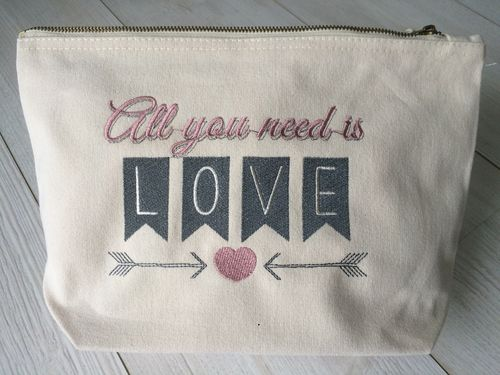 "Trousse ""All you need is love"""